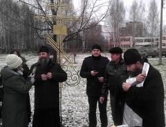 Крест на месте строительства нового храма на пр. Тракторостроителей